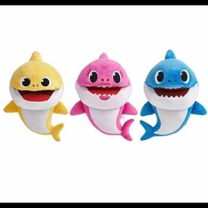 NWT Set of 3 Baby Shark Singing Puppets
